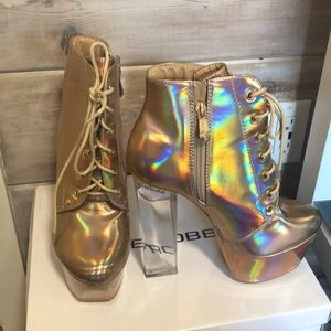 Rose Gold Holographic w/ Clear Heels Cape Robbin